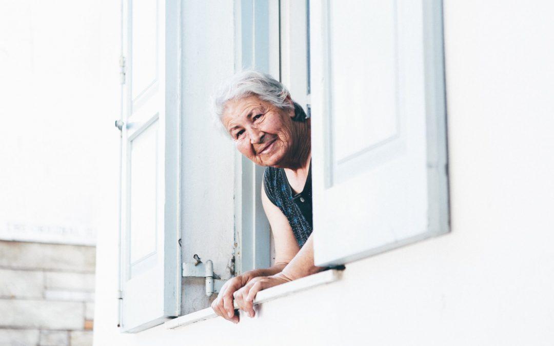 Comment conserver l'indépendance des personnes âgées avec SeniorAdom ?